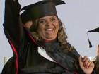 Vendendo churros a R$ 1 por 7 anos, mulher conclui faculdade de direito