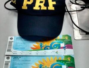 Japonês foi preso e quatro ingressos apreendidos perto de um dos portões da Arena das Dunas (Foto: Divulgação/PRF)