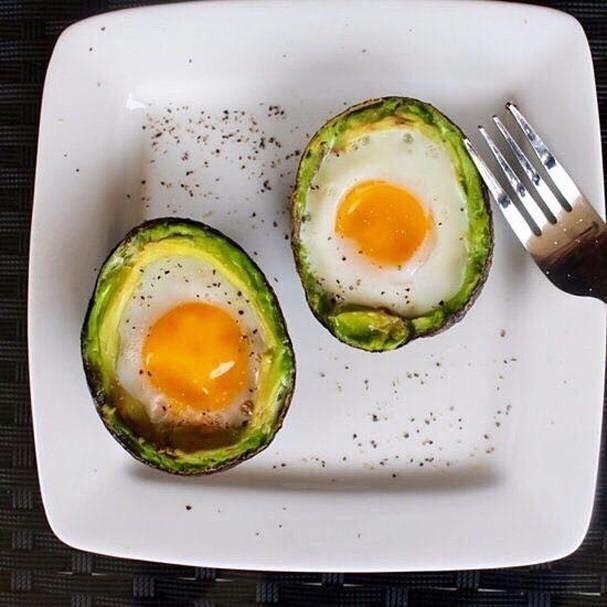 Café da manhã saudável: avocado com ovo (Foto: Instagram/Reprodução)