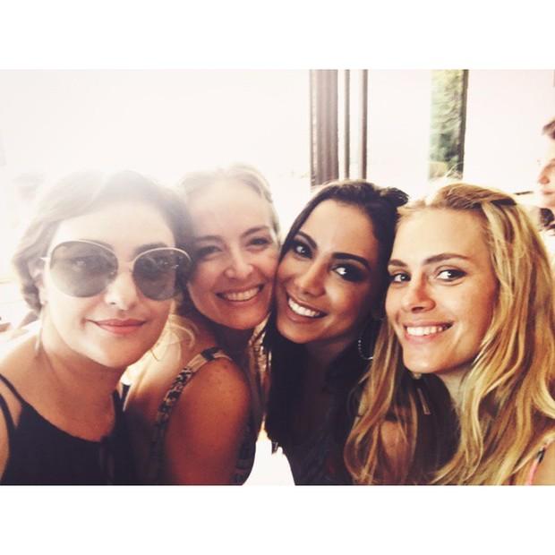 Angélica com Anitta e Carolia Dieckmann (Foto: Instagram)