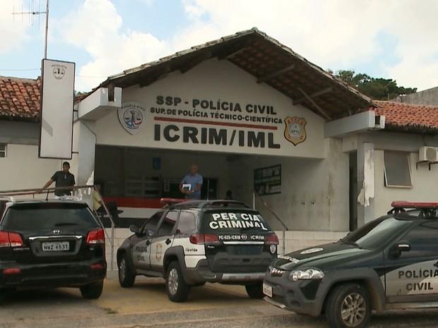 Utilização da água é indispensável para o andamento dos trabalhos no IML em São Luís (Foto: Reprodução/TV Mirante)