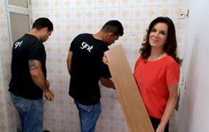 Dica para a reforma do banheiro: porcelanato que imita madeira