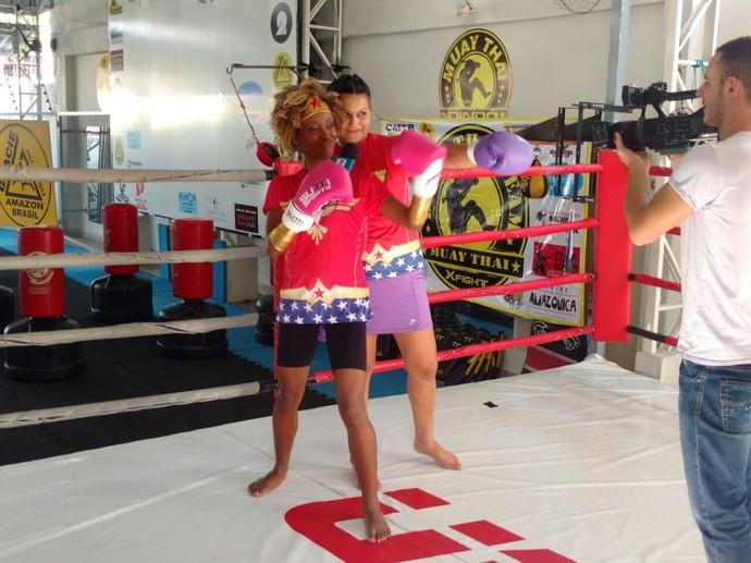 Jaque Santtos se diverte em desafio de MMA (Foto: Arquivo Pessoal)