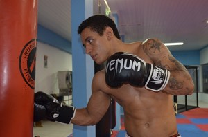 Bruno Viana segue se preparando para lutar no Legacy FC (Foto: Dennis Gonçalves)