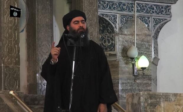 Abu Bakr Al-Baghdadi, denominado califa do Iraque, aparece em vídeo publicado pelos jihadistas neste sábado (5) (Foto: AL-FURQAN MEDIA/AFP)