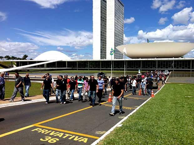 Policiais militares deixam entrada da Câmara dos Deputados, em Brasília (Foto: Isabella Formiga/G1)