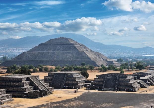 As pirâmides de Teotihuacán, a pouco menos de 50 quilômetros da capital: cidade asteca durante o período pré-colombiano, em torno da qual foi erguida a Cidade do México (Foto: Thinkstock)