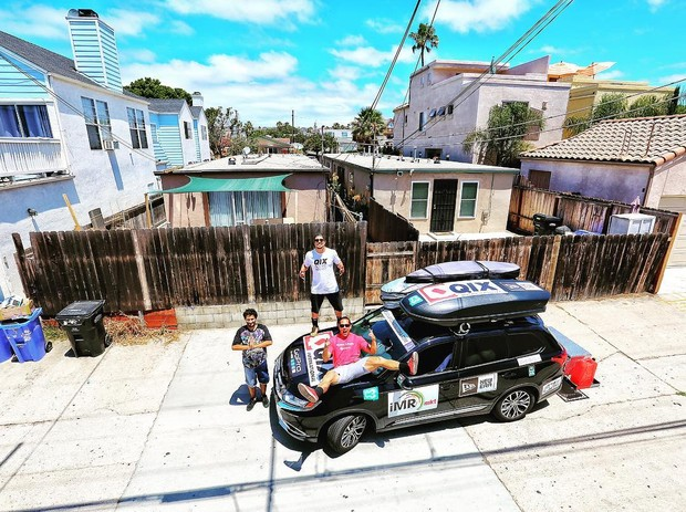 Caio Castro chega a Tijuana, no México, com os amigos (Foto: Reprodução/Instagram)