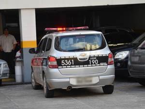 Vítima afirma que foi assaltada já dentro do estacionamento do banco (Foto: Walter Paparazzo/G1)