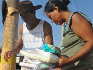 Doações recebidas pelos pais (Foto: Mirian Machado/ G1 MS)