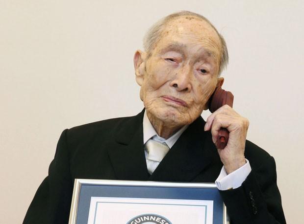 Exceto por problemas de audição, Momoi apresenta boa saúde (Foto: Kyodo News/AP)