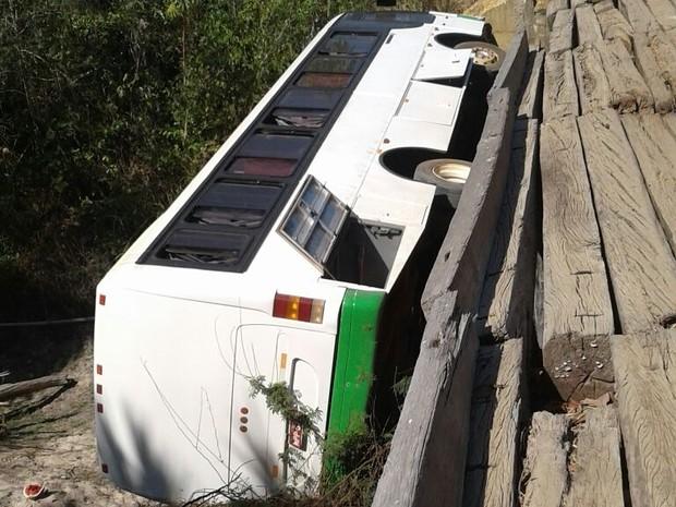 Católicos ficaram feridos após ônibus cair de ponte no sul do Tocantins (Foto: Divulgação)