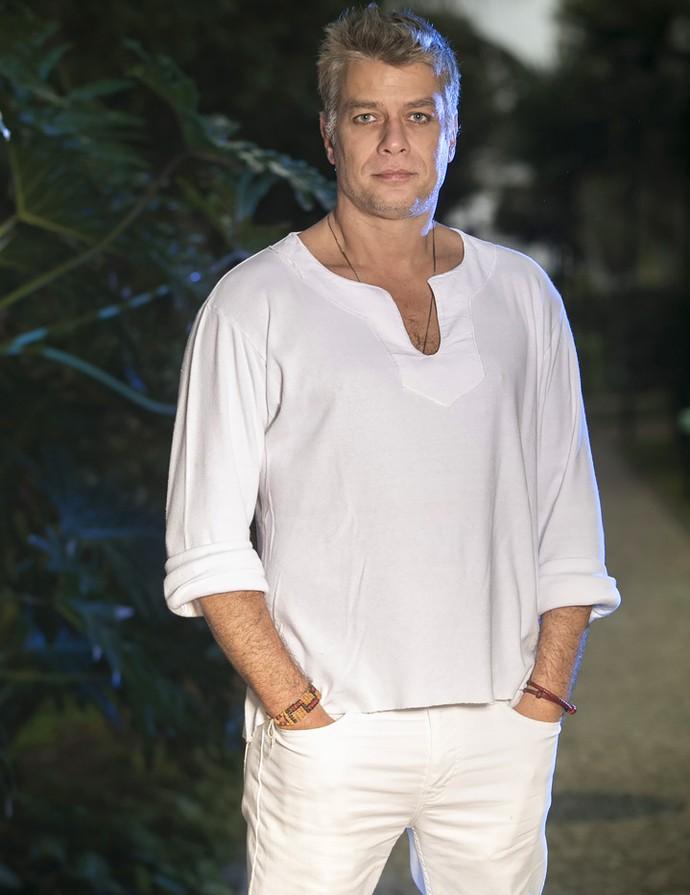 Na TV há 26 anos, ele garante que ser galã não é apenas uma questão de estética (Foto: Raphael Dias/Gshow)