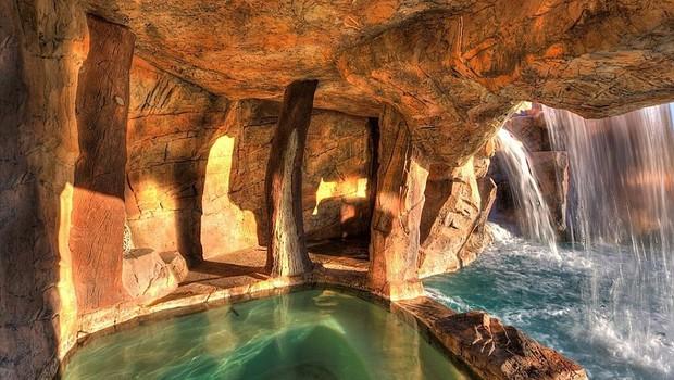 Segredinho feliz: quintal de casarão esconde uma gruta (Foto: Reprodução internet)