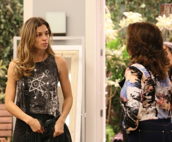Larissa arruma confusão na agência e é expulsa (Foto: Isabella Pinheiro / Gshow)