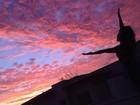 Grazi Massafera curte o pôr do sol