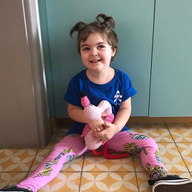 Teresa e sua calça pink preferida (Foto: Arquivo pessoal)