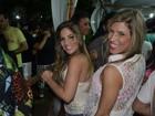Ex-BBBs Anamara e Milena curtem show de axé em Maceió