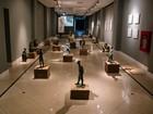 Artista plástico mineiro Leo Santana expõe esculturas em bronze no Recife