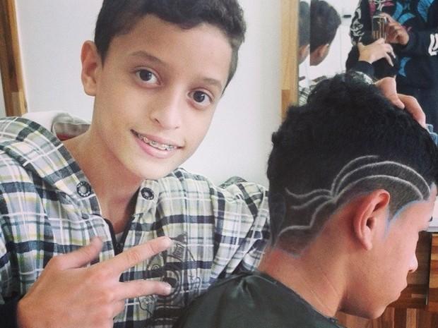 Yuri começou a aprender a fazer cortes de cabelo exóticos aos 12 anos de idade (Foto: Yuri Hair Designer / Divulgação)