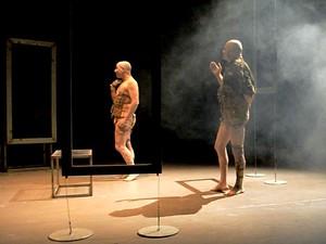 """Cena de """"Quarteto"""", do Teatro Nu, da Bahia; peça é atração no Cena Contemporânea, no DF (Foto: Leonardo Pastor/Divulgação)"""