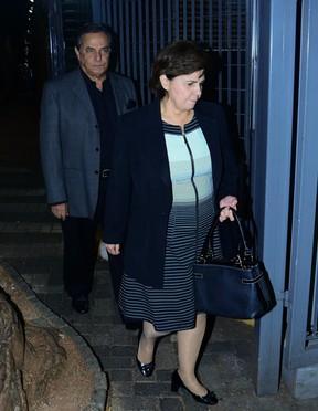 Ronnie Von e a mulher, Maria Cristina, no velório do filho caçula de Geraldo Alckmin em São Paulo (Foto: Leo Franco e Francisco Cepeda/ Ag. News)
