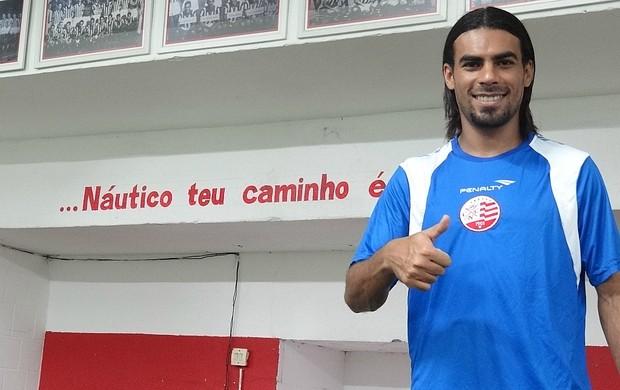 Araújo - Náutico (Foto: Lula Moraes / GloboEsporte.com)