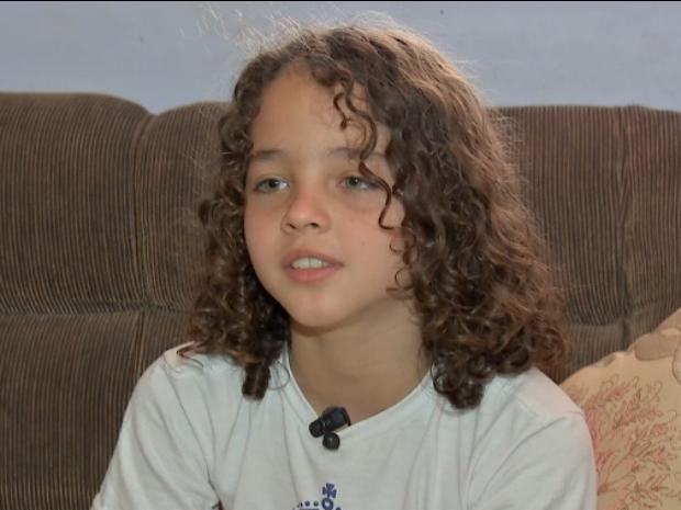Luis de 9 anos não corta o cabelo desde os seis anos (Foto: Reprodução/ TVCA)