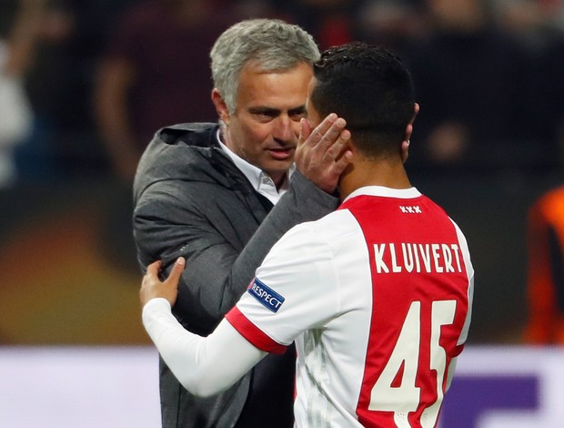 BLOG: Será? Papo de Mourinho com Kluivert anima torcedores do United; assista