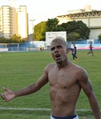 Lateral-direito Magno comemora o gol do título do Espírito Santo na Série B 2015 (Foto: Alex Di Carvalho/Espírito Santo FC)