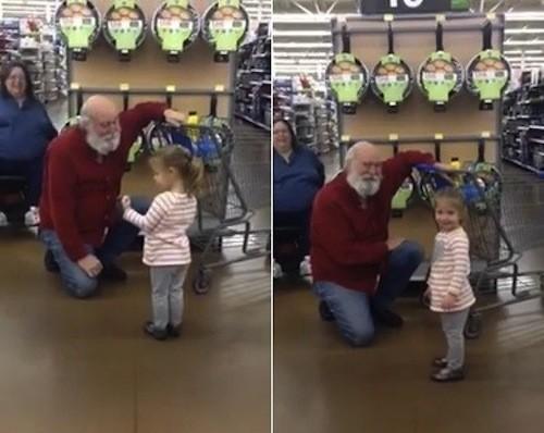 Idoso entra no espírito natalino e finge ser o bom velhinho.  (Foto: Reprodução/Youtube)