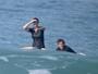 Gisele Bündchen e Tom Brady surfam juntos na Costa Rica