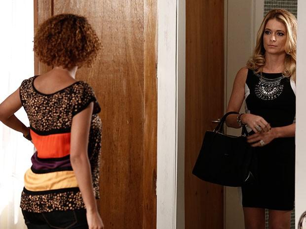 Pamela faz um convite inusitado a Verônica (Foto: Inácio Moraes/TV Globo)