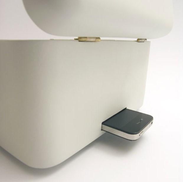 Produto inclui compartimento para iPhone (Foto: Reprodução/Designboom)