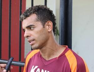 Johnnattan, volante do CRB (Foto: Caio Lorena / GloboEsporte.com)
