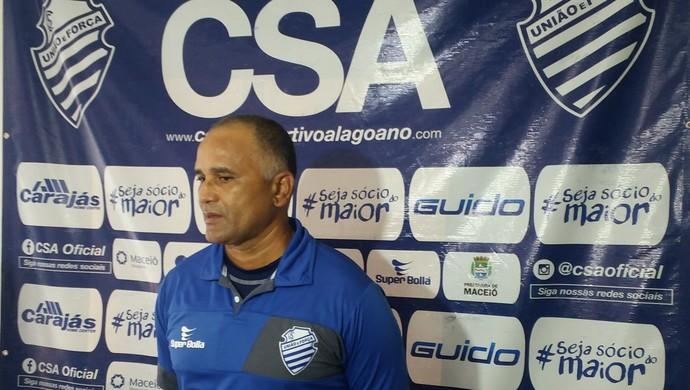 Oliveira Canindé, técnico do CSA (Foto: Augusto Oliveira / GloboEsporte.com)