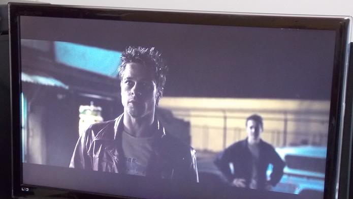 Para assistir filmes via serviços streaming é recomendável usar conexões por cabo (Foto: Reprodução/Daniel Ribeiro)
