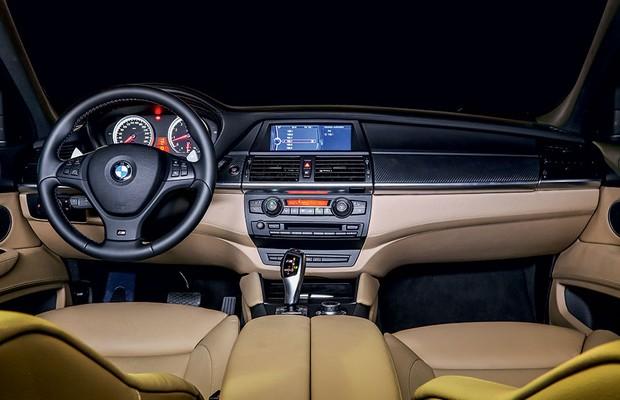 Interior do BMW X6 M (Foto: Rafael Munhoz / Autoesporte)