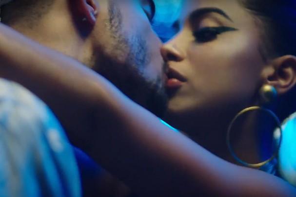 Anitta na maior pegação com o cantor Maluma (Foto: Reprodução)