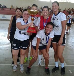 Adesg é campeã do Aberto de Handebol feminino (Foto: Divulgação/Fach)