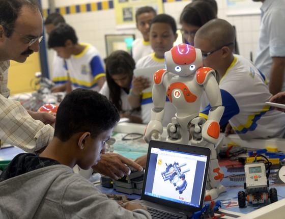 Aula de Robotica na Unidade de Tecnologia Gregório Bezerra (Foto: Leo Caldas/ÉPOCA)