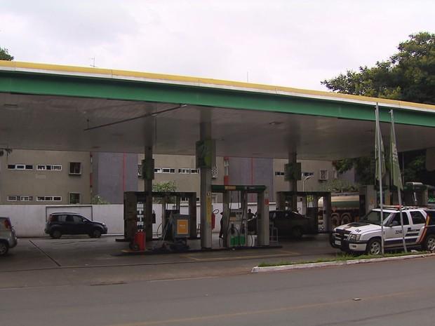 Posto de combustíveis da 415 sul em que suspeito trabalhava (Foto: TV Globo/Reprodução)