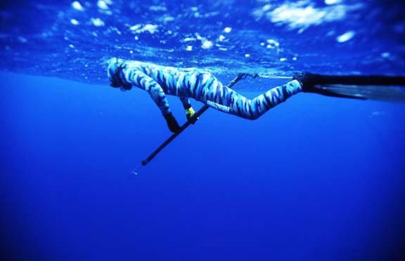 Francisco Loffredi campeão mundial de pesca submarina no mar (Foto: Arquivo Pessoal)