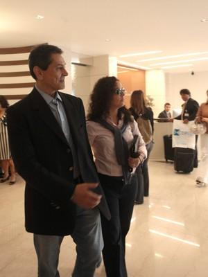 Roberto Jefferson chega ao Hospital Samaritano, em Botafogo (Foto: Hudson Pontes / Agência o Globo)