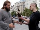 Artista russo oferece prêmio a grupo acusado de matar policiais