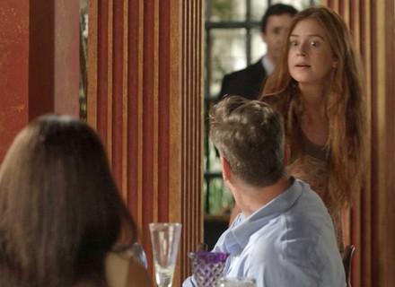 Teaser: Eliza vê Arthur com Carolina em restaurante