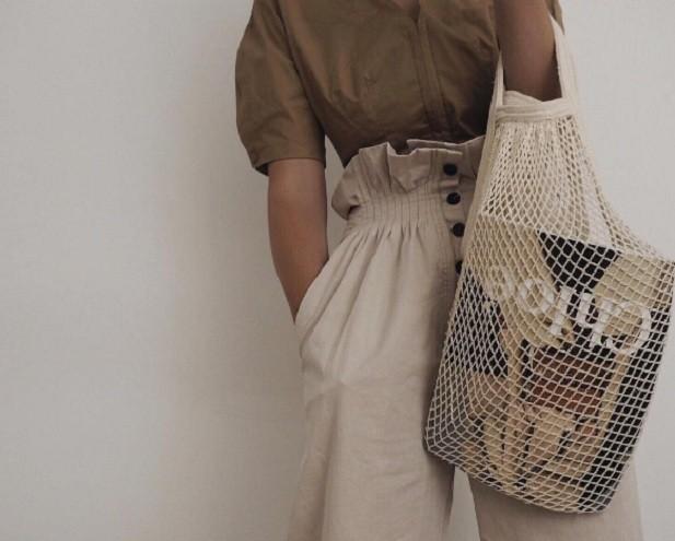 Bolsa que virou moda entre blogueiras (Foto: Reprodução Instagram/@honeybelleworldblog)