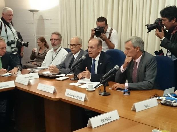 Ministro da Saúde, Marcelo Castro, e embaixadores da União Europeia no Brasil durante reunião nesta terça (16) (Foto: Mateus Rodrigues/G1)