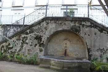 Foto (Foto: A fonte abandonada no Jardim das Princesas)