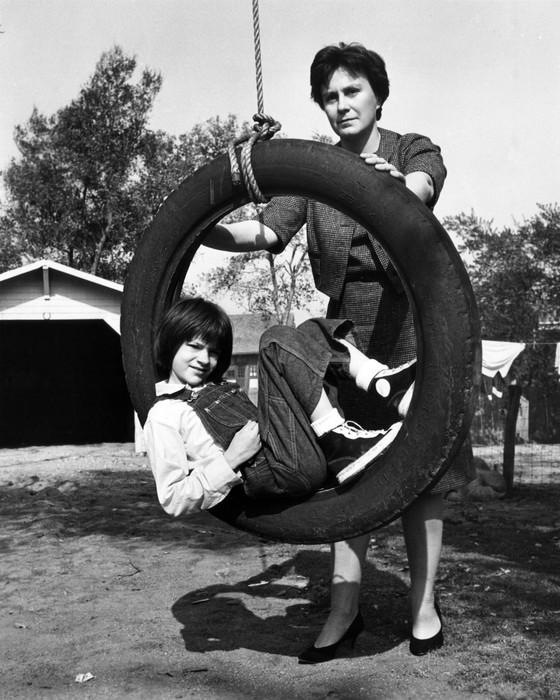 Harper Lee aos 8 anos de idade com Mary Badham, atriz mirim de O Sol é para todos (Foto: Everett Collection)
